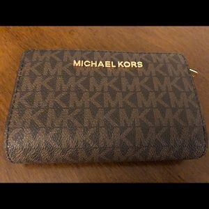 NWOT Michael Kors Jet Set Travel Zip Coin Wallet